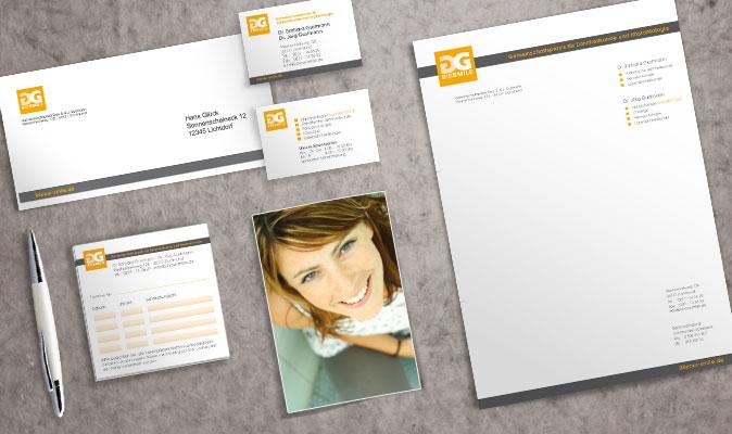 Geschäftspapiere mit Briefbogen, Visitenkarte, Terminblock und Umschlag