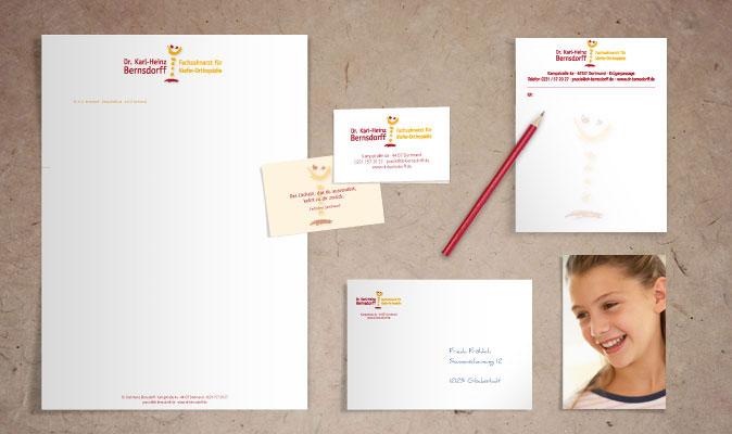 Dr. Bernsdorff: Geschäftspapiere mit Briefbogen, Visitenkarten, Umschlag und Rezeptblock