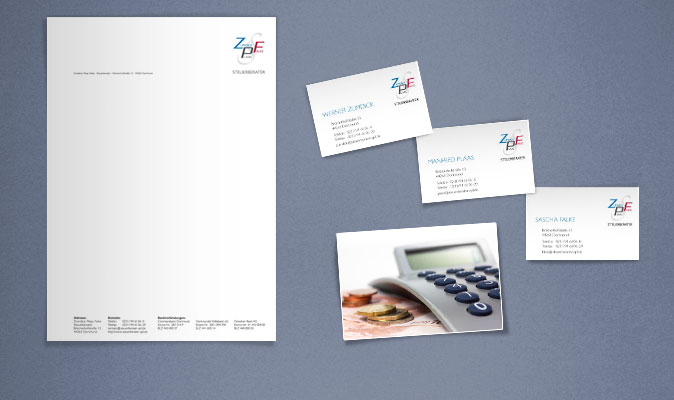 Geschäftspapiere mit Briefbogen und Visitenkarten